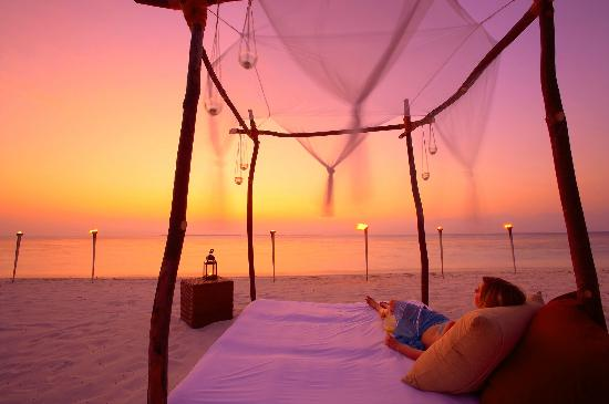 Hideaway Beach Resort & Spa: Private Sunset Experience