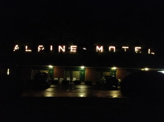 Alpine Motel: The Alpine on a rainy night