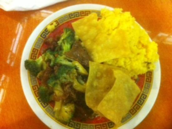 Ding How Chinese Restaurant: Beef and Broccoli Thursday lunch special with wonton