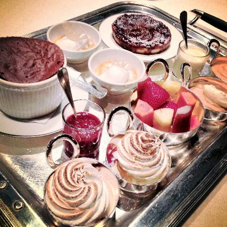 Tables Grill at Grand Hyatt Erawan Hotel: Joyful dessert platter