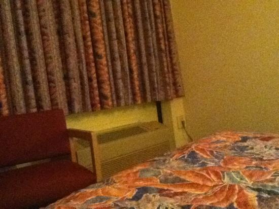 Cascades Inn: you can see the window shades and bed quilt