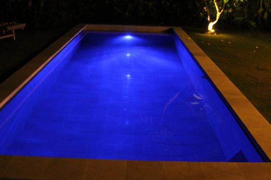 The Lodek Villas: Poolside at night