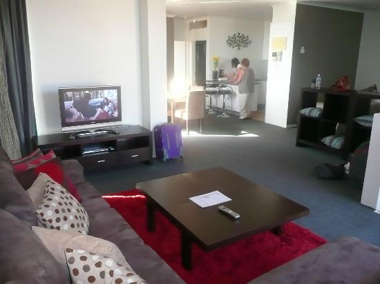 Best Western Riverside Apartments: very comfortable and spacious lounge area