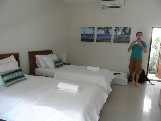 Tir Na Nog Gili Trawangan Accommodation: 2 bed deluxe with extra mattress....v clean!