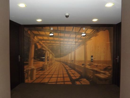 Axis Porto Business & Spa Hotel : Les portes des chambres