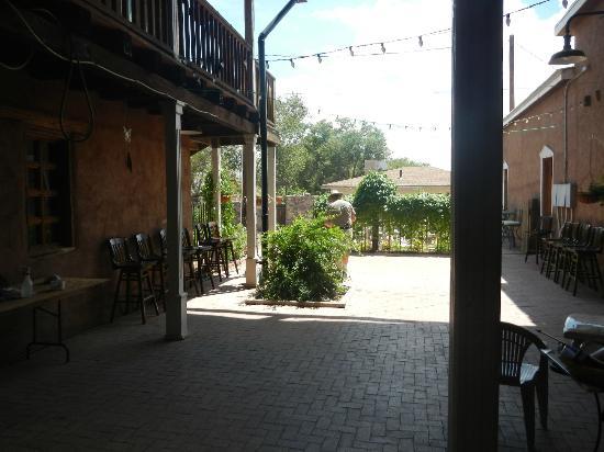 Old Town Bistro: Pleasing courtyard