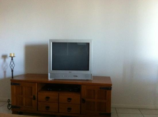 Cairns City Apartments: 3 bedroom apartment 1 shitty tv!