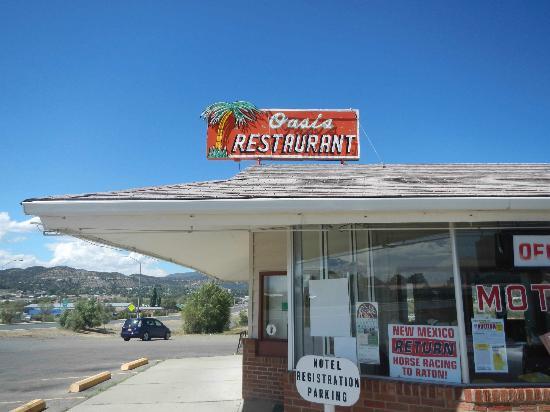 Oasis Restaurant : Classic 1960's Exterior