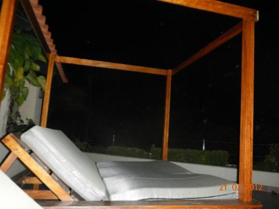 Occidental Grand Aruba All Inclusive Resort : Bar au 2ème étage avec ecran géant