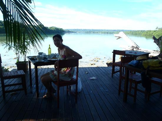 Turtle Bay Lodge: The outdoor dining deck