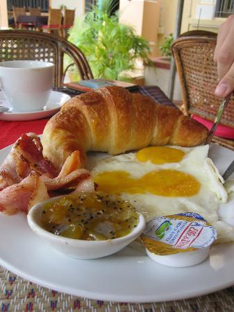 Guesthouse Swissgarden: Breakfast