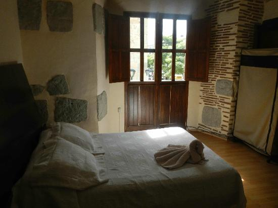 Hostel Alcala: The room itself is gorgeous with A.C. TV and private bath