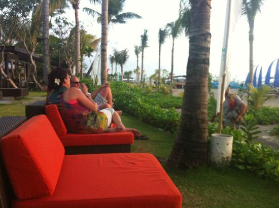Hotel Santika Kuta Bali : Sunset at the Sunset Bar