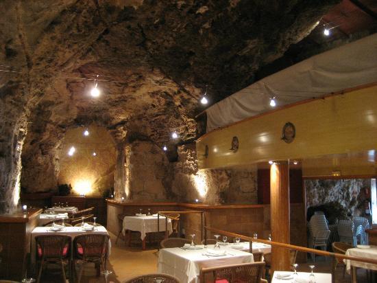 Restaurant Des Port: Einmalige Höhlenatmosphäre