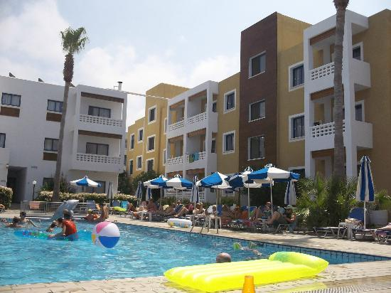 Damon Hotel Apartments: The pool area