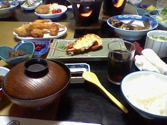 Yoshikawa Kaikien: 奥はカレイの煮物です!