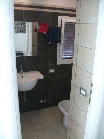 Lazy Night Guesthouse: bathroom