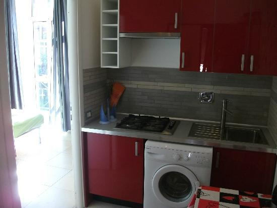 Lazy Night Guesthouse: kitchen with gas oven on the hallway of the room