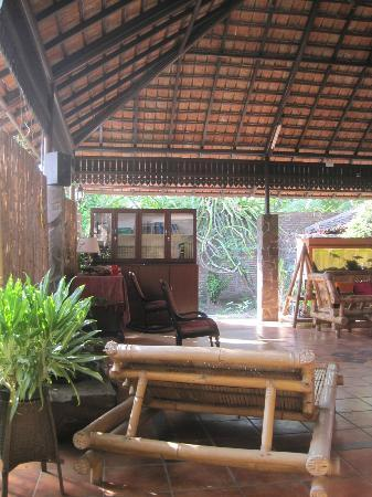 de Daunan Home and Garden Guest House: play ground