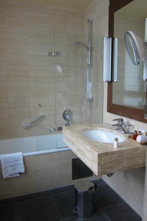 Savigny Hotel Frankfurt City: Bathroom