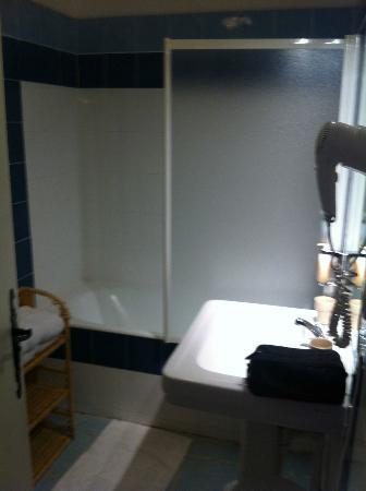 salle de bains de ann es 60 picture of mas de la chapelle arles tripadvisor. Black Bedroom Furniture Sets. Home Design Ideas