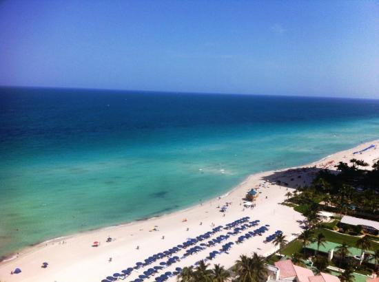 Trump International Beach Resort: Ocean view from te balcony