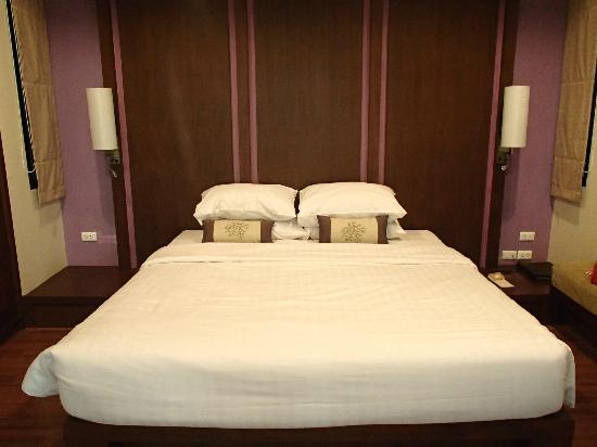 Crown Lanta Resort & Spa : Lit - chambre avec piscine privée