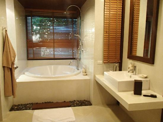 Lit chambre avec piscine priv e photo de crown lanta for Chambre parentale dressing salle de bain