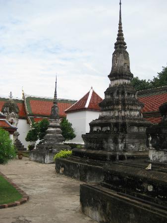 Courtyard - Bild von Phra Si Ratana Temple (Wat Yai), Phitsanulok - TripAdvisor