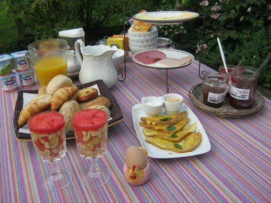 B&B Jennekenshof: ontbijt buiten