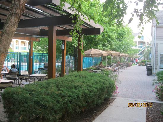 HYATT house Gaithersburg: Outdoor tables to sit and talk, play games, etc.