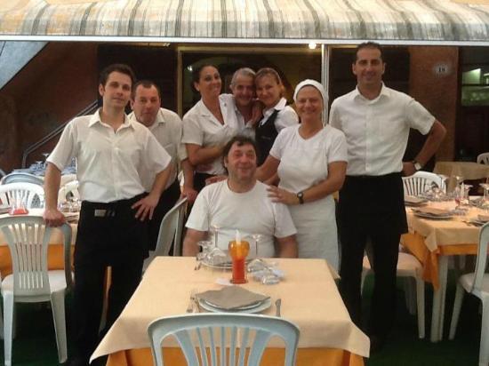 Magliano in Toscana, Italy: Guido... Luana... e il loro Staff...