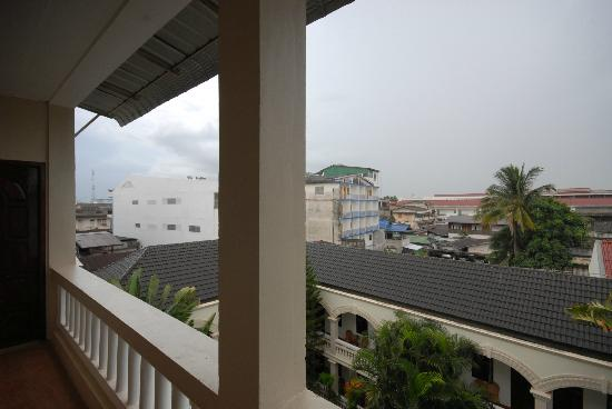 Mali Namphu Hotel: View from room door