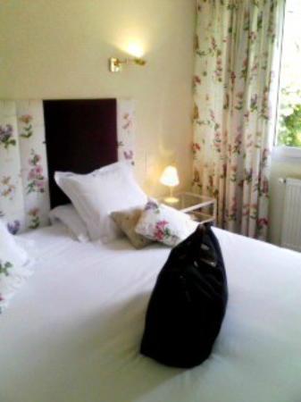 Hostellerie Saint-Antoine : ベッド