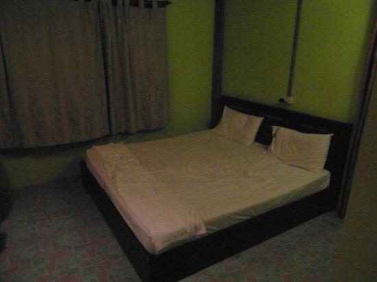Ploy Inn : Bedroom