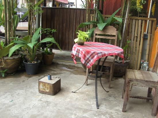 Pangkham Guesthouse: Cafe gegenüber