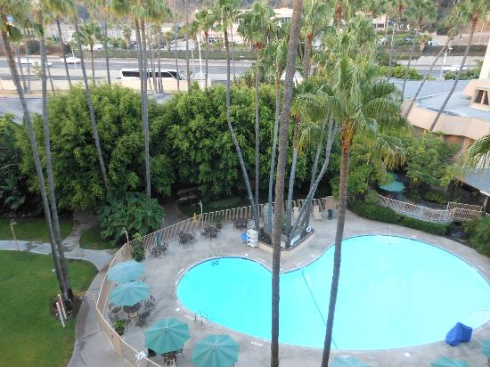 Crowne Plaza Hotel San Diego - Mission Valley: pool view