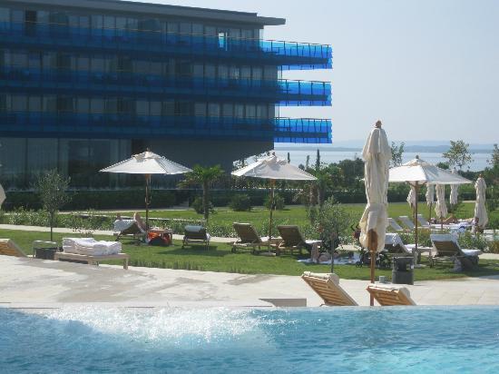 Falkensteiner Hotel & Spa Iadera : Vista de los camastros