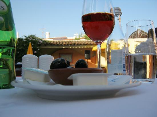 Costa D'oiro Ambiance Village: Oliven & Wein
