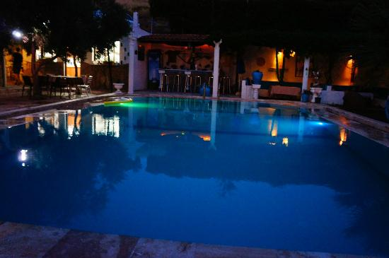 Villa Panaroma: The pool, bar & lounges at night are gorgeous!