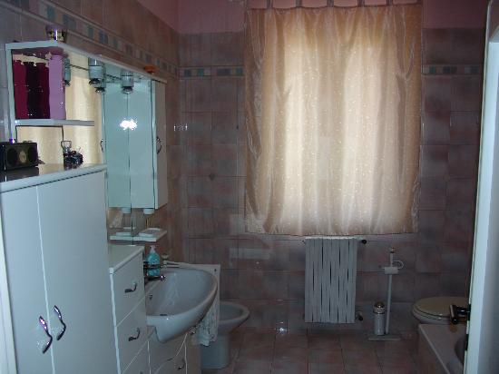 Holiday House Ospedale Bed and Breakfast: Bagno