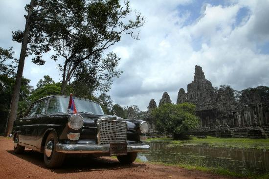 Heritage Suites Hotel: Enjoy a pickup with our vintage Benz 1962