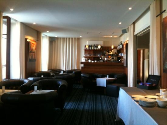 Le Jules Verne Hôtel-Restaurant: bar lounge