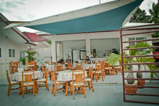 Tartaruga's Hotel and Pagudpud Yacht Club Restaurant: Resto with yummy FOOOODSSSS... :)