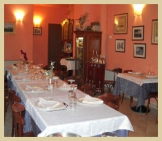 Coniolo, Italia: La sala del bellissimo ristorante