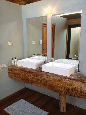 Victoria Falls River Lodge - Zambezi Crescent: Bathroom