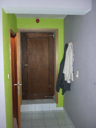 De Zeebries : De toegang tot de slaapkamer met direct links de badkamer.