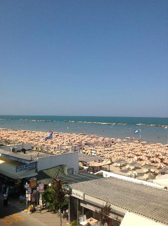 Hotel Igea Spiaggia : lido visto dal solarium