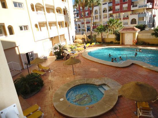 Apartamentos Maracay: Vista de las dos piscinas