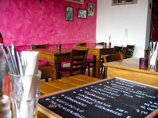 Een kleurrijk interieur - Foto van Mezze - Cafe Varelli, Antwerpen ...